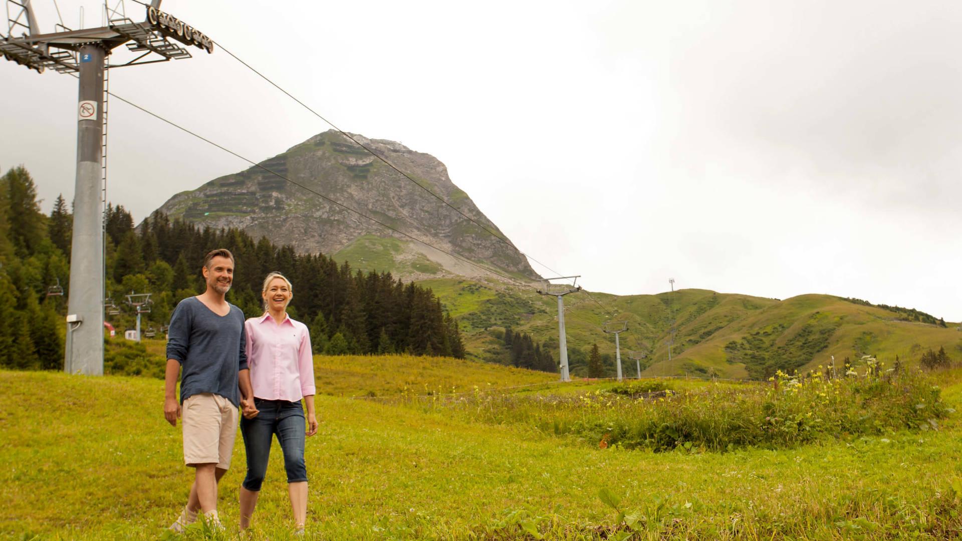 Romantisch Wandern in Vorarlberg im Sommer